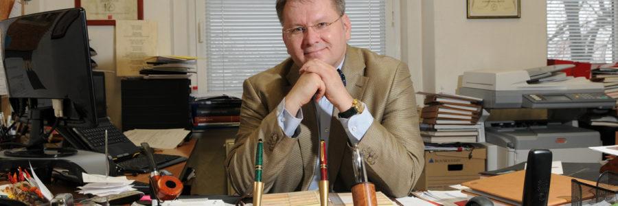 """Snažíme se o vzdělávání přemýšlet a neustále si klademe otázku """"proč?"""", říká v rozhovoru pro ČOSIV ředitel ZUŠ Hostivař Jiří Stárek"""