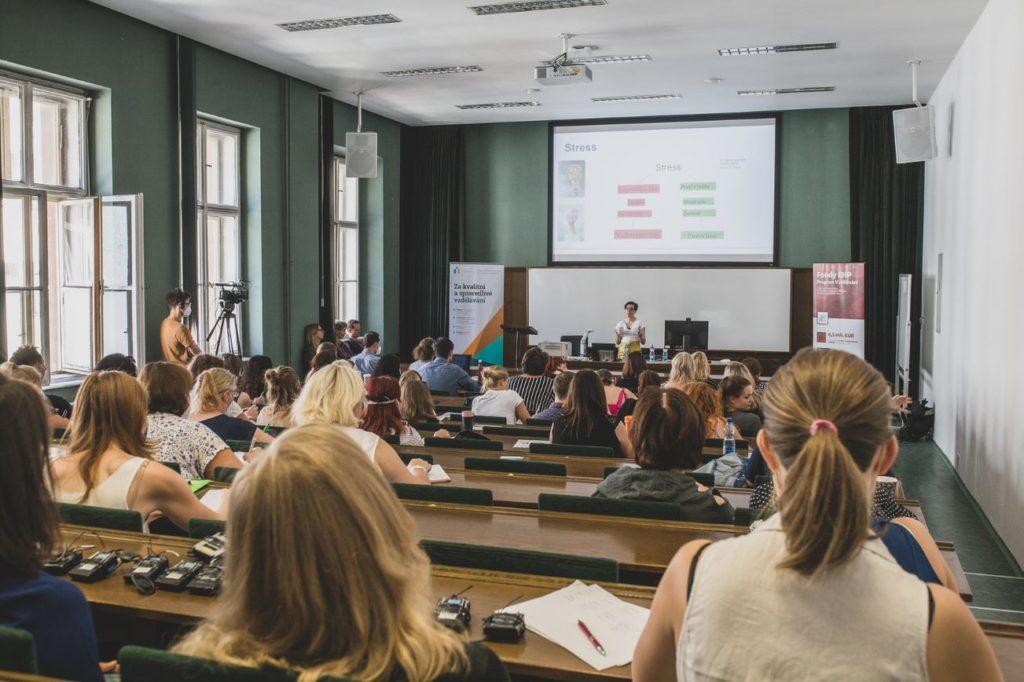 Norské psycholožky školily v Praze o práci s dětmi s náročným chováním
